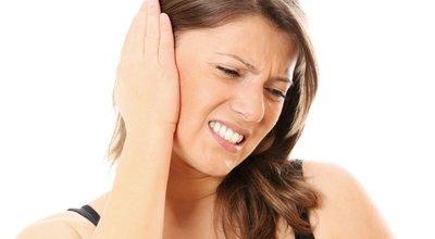 к чему чешется правое ухо у девушки